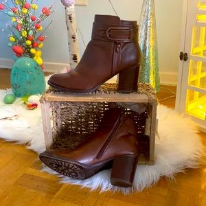 Euro soft brown leather boots by Sofft